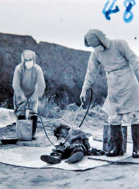 子供に炭そ菌を振りかける731部隊