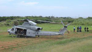 不時着したヘリコプター